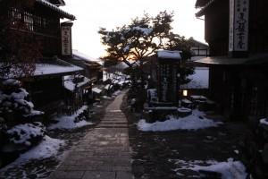 雪の夕暮れ馬籠宿